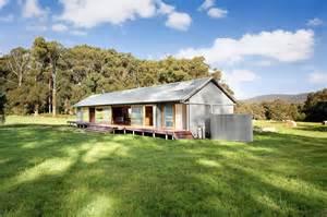 tonimbuk house australian woolshed inspired home