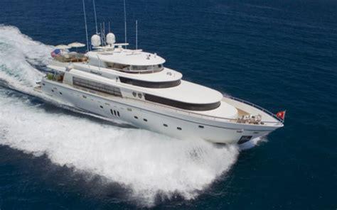 boat rental cost how much do luxury yacht charters cost boatsetter blog