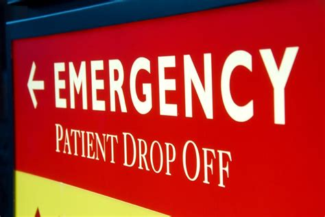Emergency Room Signage by Should I Go To Urgent Care Or The Er