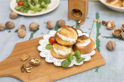 profiteroles salados rellenos profiteroles salados rellenos de queso con pepino la