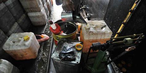 Minyak Goreng Per Drum cukupi kebutuhan hidup anak di banten mengais minyak