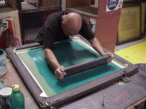 vinyl printing vs silkscreen screen printing vs pad printing what s the difference