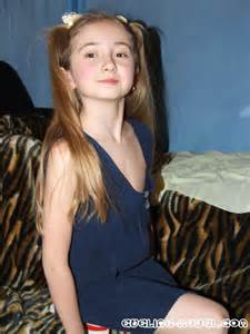 Little miss sunshine child star abigail breslin poses topless abc 608