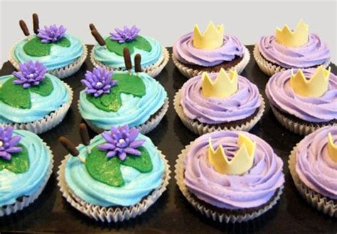 princess  frog inspired party ideas  pinterest princess tiana frogs  frog cakes