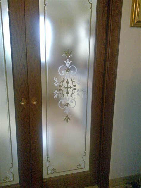 porta scorrevole legno porta scorrevole in legno e vetro decorato vetrarte gr