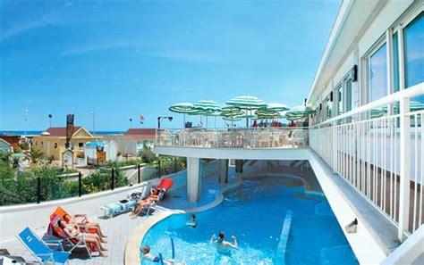 terrazzo con piscina hotel 3 stelle cattolica con piscina hotel cattolica