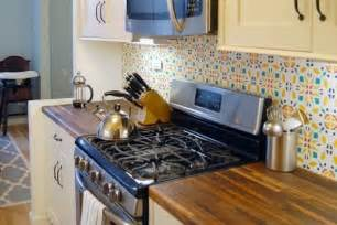 Removable Wallpaper Backsplash by 15 Ideas For Removable Diy Kitchen Backsplashes Renters