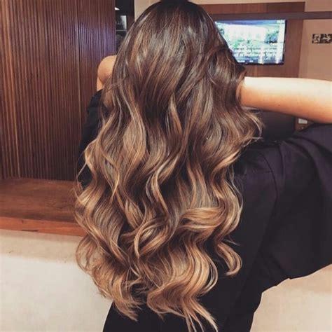 curly hair brush over styles best 25 wavy curls ideas on pinterest wavy beach hair