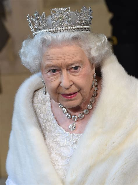 queen elizabeth ii new photographs to celebrate queen elizabeth ii s record