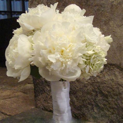 imagenes de hortencias blancas arreglo floral ramo de novia con peonias blancas y