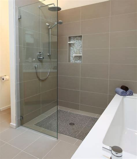 Tub Shower Combo Ideas by Small Master Bedroom Ensuite With Tub And Shower Floor