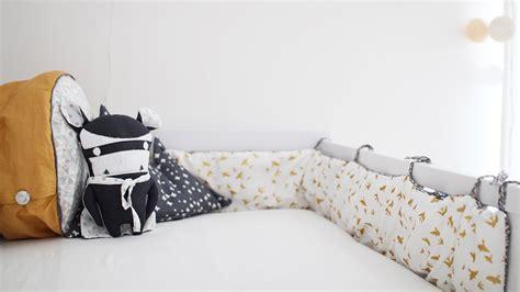 schmales nachtkästchen wohnzimmer einrichten grau