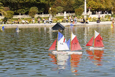 sailboats jardin du luxembourg what to do in paris with kids
