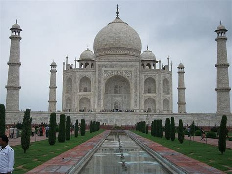 biography of taj mahal in hindi famous monuments in india the famous indian monument