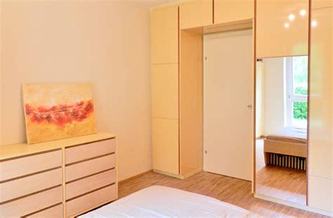 bett sprüche wohnzimmer in beige braun