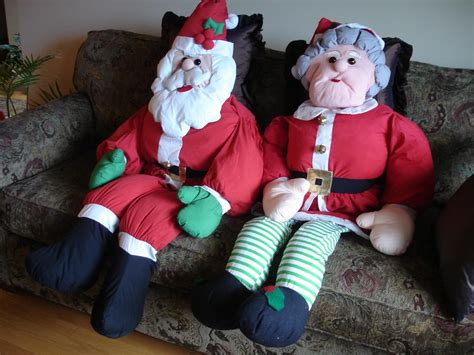 like new very cute set of life size stuffed santa mrs
