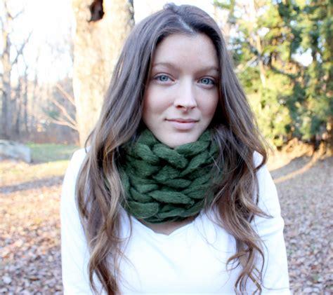 tutorial maggie shawl xl diy 15 minute arm knit infinity scarf tutorial