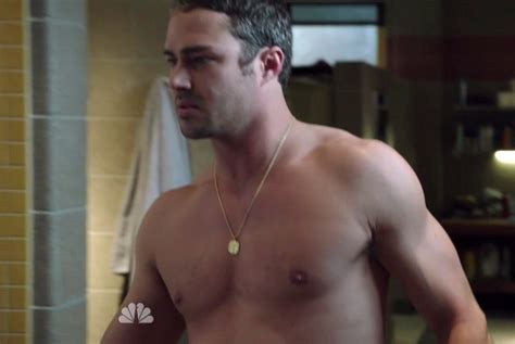 taylor kinney tattoos kinney and spencer in chicago episode 1