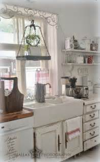 farmhouse shabby chic decor 35 cozy and chic farmhouse kitchen d 233 cor ideas digsdigs