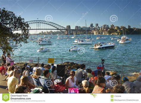 People Waiting For The New Year Eve In Sydney Editorial New Years Sydney Botanical Gardens