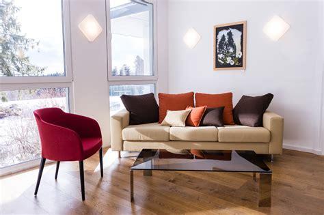 Sofa Vor Fenster by Sofa Vor Fenster Groe Familie Wohnzimmer Mit Wildleder