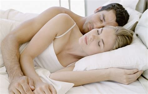 spooning in bed photos 7 comfiest ways to sleep in the same bed as your boyfriend