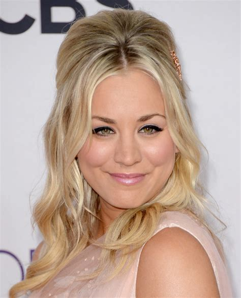 half up half down teased hairstyles how to get kaley cuoco s teased half up half down