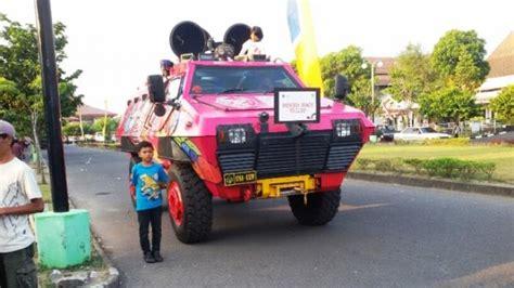Mobil Polisi Mvp Merah unik mobil barracuda brimob polda diy berwarna pink motif