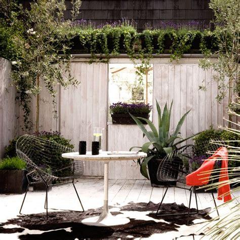 urban backyard ideas urban garden with vertical climbers and oversized pots