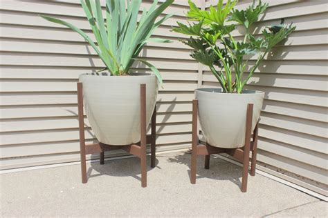 planter with stand 12 diy plant stands that let you explore your creativity