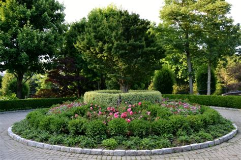 circular driveway landscape design   home