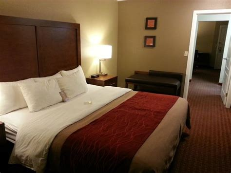 comfort inn carbondale small kitchenette type area in our king suite picture of