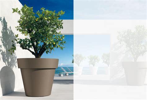 vasi giganti vasi in plastica vasi di design fioriere di design