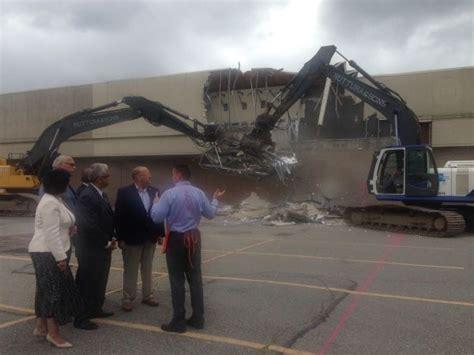 demolition begins on empty nassau kmart levittown