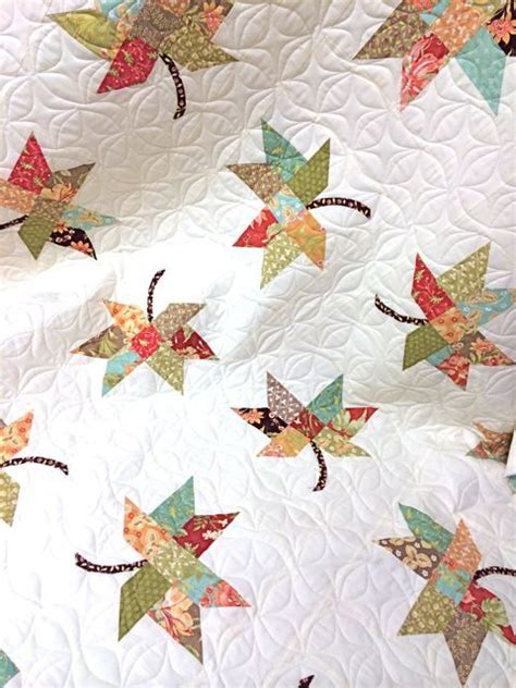 twirl quilt using fig tree fabric source boughs of holly