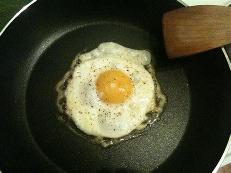 Cetakan Telur Ceplok Cetakan Telur Goreng Berbagai Bentuk Cetakan Te telur mata kerbau lawan telur mata sapi new iqmal tahir s