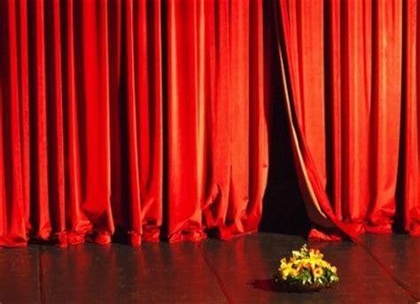 Curtain S Finally Closing Rihanna Take A Bow French