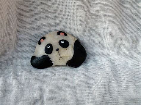 Best 20 Panda Rock Ideas On Pinterest Pintura Sobre Panda Garden Rock