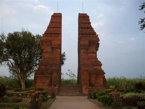 Gapura 15meter 10 candi peninggalan kerajaan majapahit beserta gambar dan isinya iii