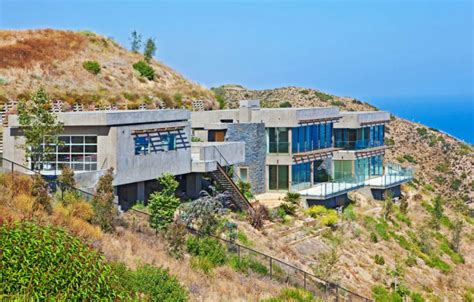 houses in malibu 22 outstanding modern mansions for luxury living