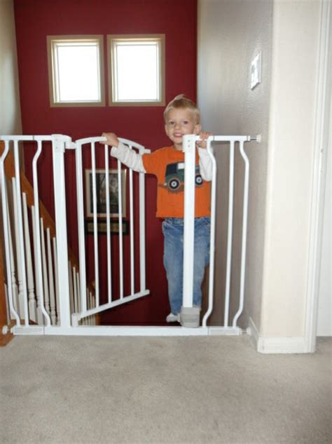 baby gate that swings open hands free baby safety gate