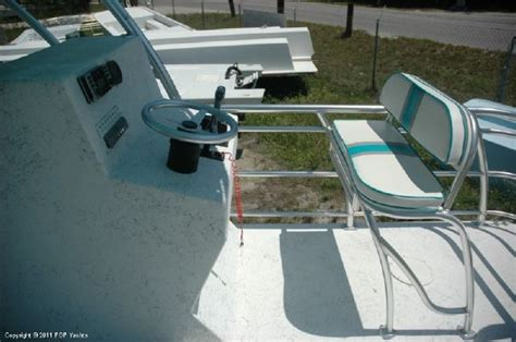 tritoon boat with head 2011 catamaran coaches 24 tritoon boats yachts for sale