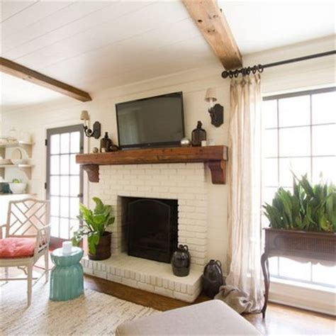 White Wood Fireplace Mantel by 25 Best Ideas About White Brick Fireplaces On