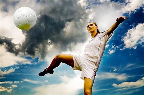 imagenes de mujeres jugando futbol soccer 10 razones por las que las chicas deber 237 an jugar al f 250 tbol