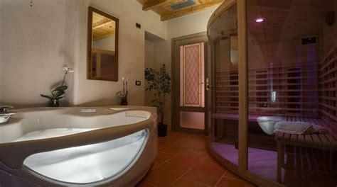 vasca idromassaggio sauna saune e idromassaggio per sottotetti e mansarde