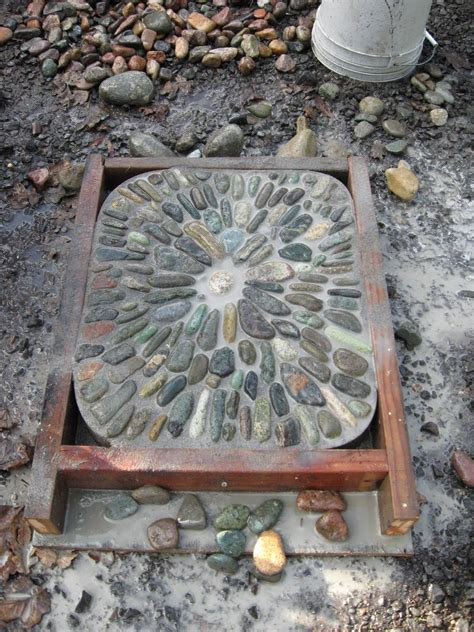 jeffrey bale s world of gardens building a pebble mosaic stepping stone