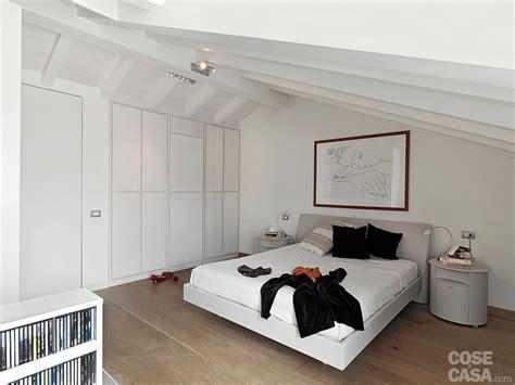 lade soffitto bagno una casa con zona giorno open space e sottotetto