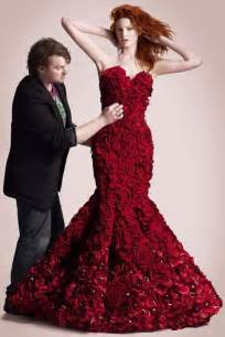 The special dress made from 2 000 roses for valentine day revoseek