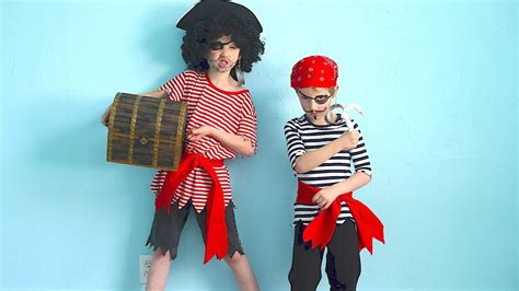 simple pirate costume idea how to make pirate costumes quick and easy youtube