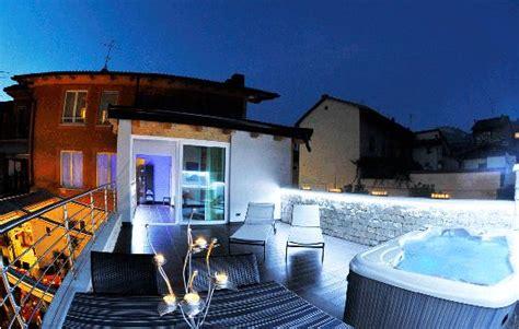 hotel con vasca idromassaggio in trentino terrazza con vasca idromassaggio foto caldonazzo
